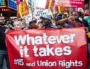Des employés de différentes chaînes de restauration rapide ont manifesté dans les rues d'une centaine de villes, dont New York.