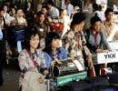 Quelques centaines d'infirmières et d'aidants naturels indonésiens arrivent à l'aéroport international Narita, en banlieue de Tokyo.