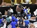 Le parlement avait aussi été le théâtre d'affrontements entre députés rivaux fin 2016 alors qu'à l'extérieur des manifestants lançaient des fumigènes pour protester contre un projet de suppression de jours fériés.
